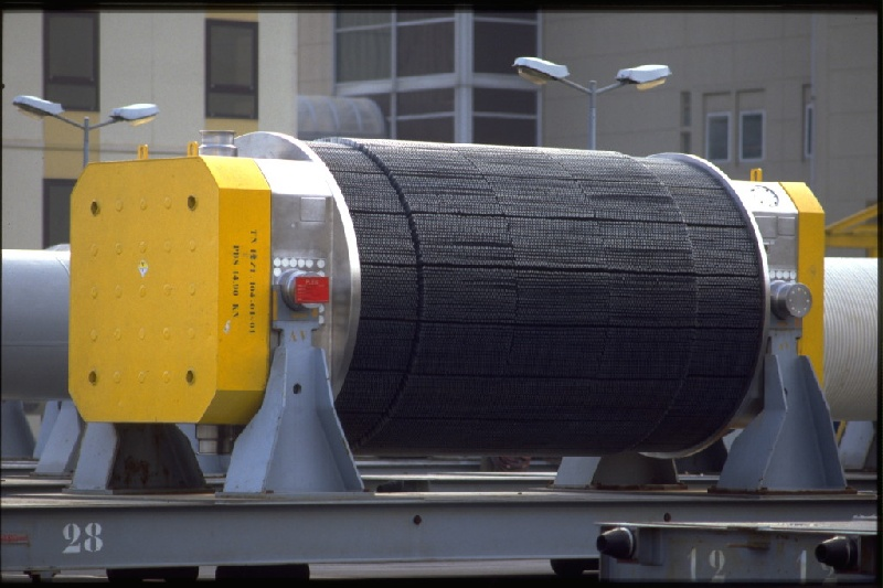 Emballage de transport de combustibles usés (emballage TN 12.1). Usine de traitement des combustibles usés AREVA, établissement de La Hague. Cherbourg. France